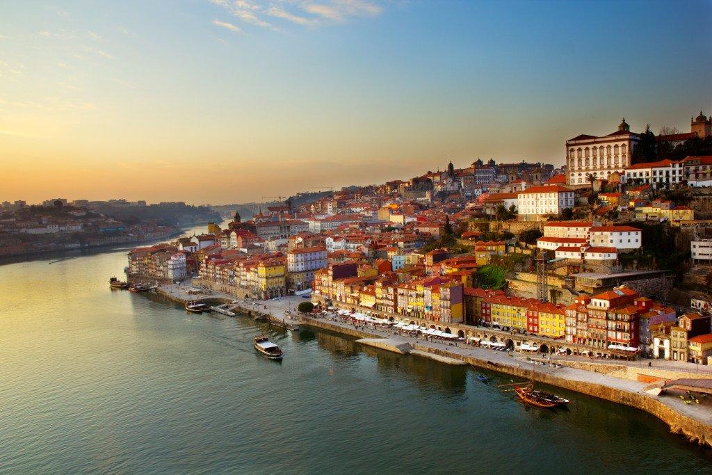 https://hostelblog.hostelrocket.com/wp-content/uploads/2015/02/Porto5.jpg